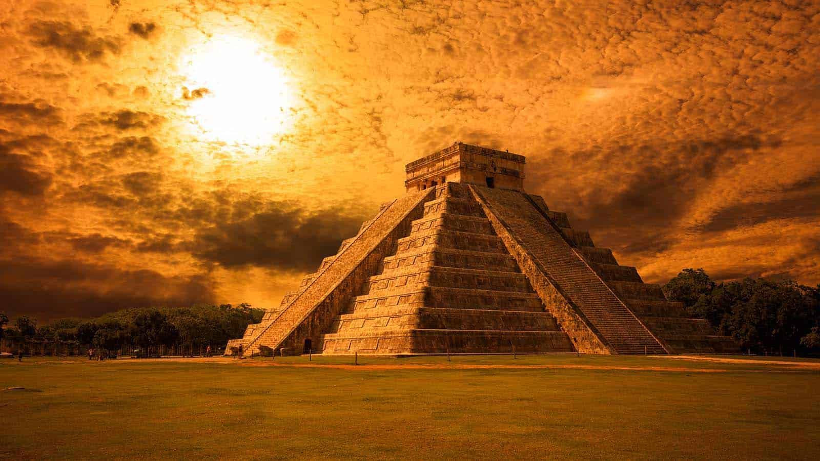 Mexico, Yucatan Peninsula - The Kukulkan Pyramid in Chichen Itza
