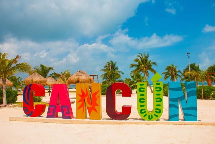 Attractions in Cancun, Mexico - Cancun Sign at Playa Delfines