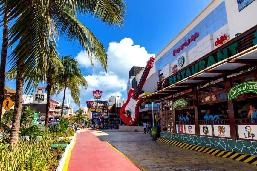 Cancún Vida Nocturna - Hard Rock Cafe y Coco Bongo