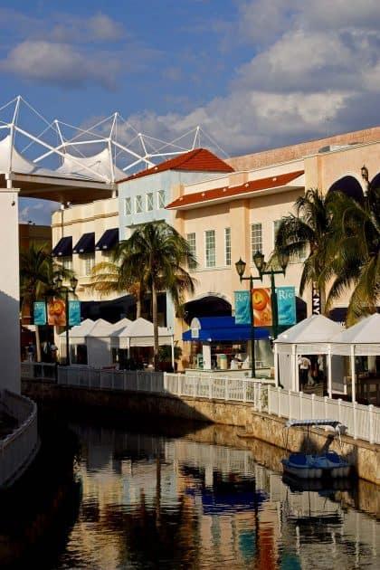 Que hacer en Cancún, México - Tiendas y restaurantes en la zona hotelera