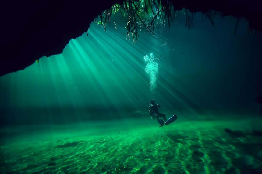 Diving in the cenotes of Mexico: Who can dive?
